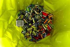 Image of bag of batteries by Kevin Doncaster via [https://www.flickr.com/photos/kmdoncaster/27080461903/in/photolist-Hg1rRz-mJJuoH-26PQxND-2cE2vxs-b6rY8H-4p6Ud9-4p2Qxt-4p2RVH-bjCmL9-49a5QP-7zc7xU-5igxfD-4p2R6R-upXYY-62DAno-4p2M4a-ayrhg-2NwK6N-39Udve-62zkEc-8Fgukf-5f9qWg-4p6VeW-KcUmx-aY4dhv-RseCB1-6uegWL-ajY8J-5C7UoX-iyo2Nk-6K93qi-mPCLmL-24egz4H-6WC2gk-c8AsoL-9kJ8pR-ah9tus-8pTk9h-2k7PP8-rzvqoW-7ztSsz-ZKKUYX-6VrNUz-bqfsN3-299GqaY-9ufvXG-7QocYv-ssPpLb-2sm9TK-9b1CSY]