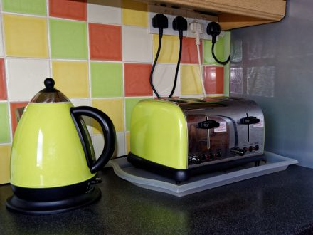 image of kitchen appliances - Toaster, Kettle