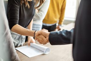img-business-people-shaking-hands